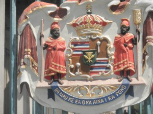 coat of arms at the gate of Iolani Palace