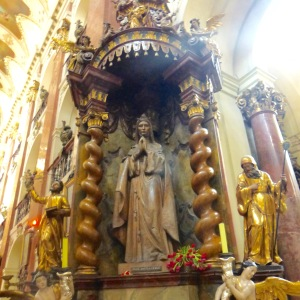 The Virgin Mary statue who grabbed the thief's arm