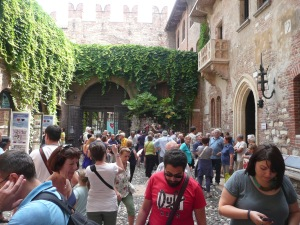 You might be able to see the statue of Juliet a little to the right of the center